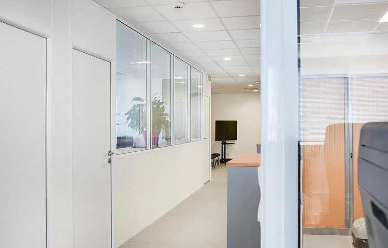 Cloisons amovibles de bureaux semi-vitrées