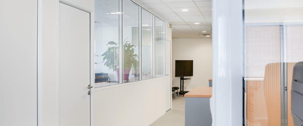 cloisons semi vitr es amovibles de bureaux sur paris et le de france. Black Bedroom Furniture Sets. Home Design Ideas